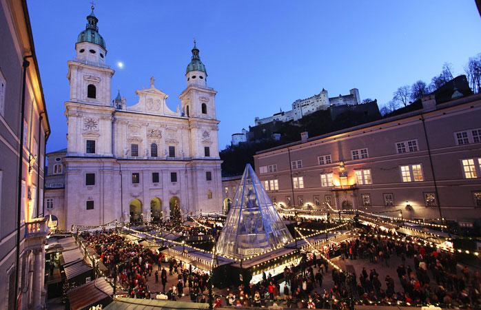 Christkindlmarkt i Salzburg avholdes på den pittoreske Residenzplatz